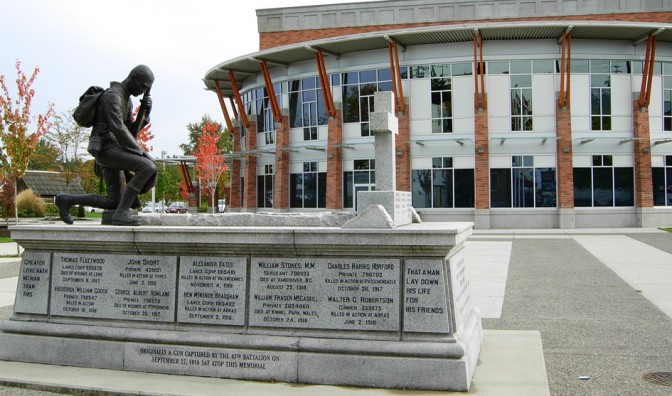 Cenotaph_on_Museum_Plaza-672x396